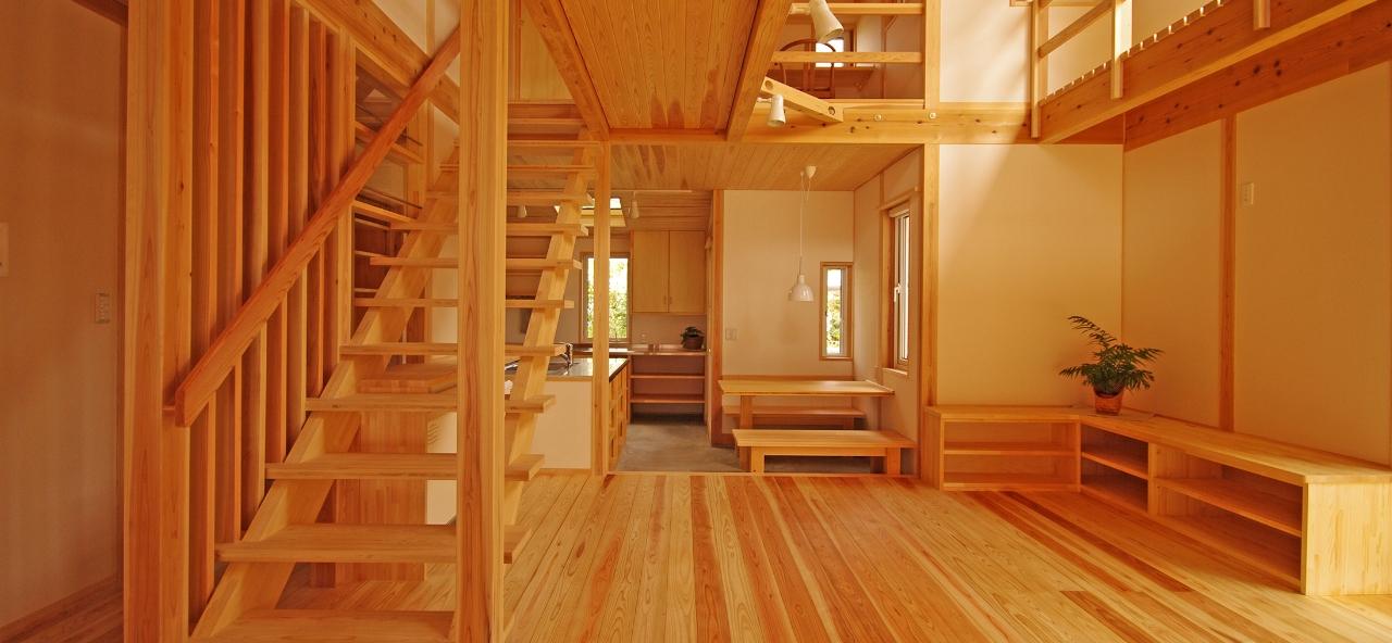 木で作られたモデルハウスの内部