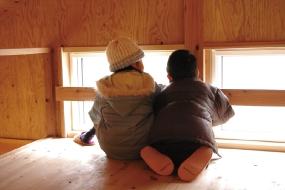 屋根裏は子どもたちの秘密基地