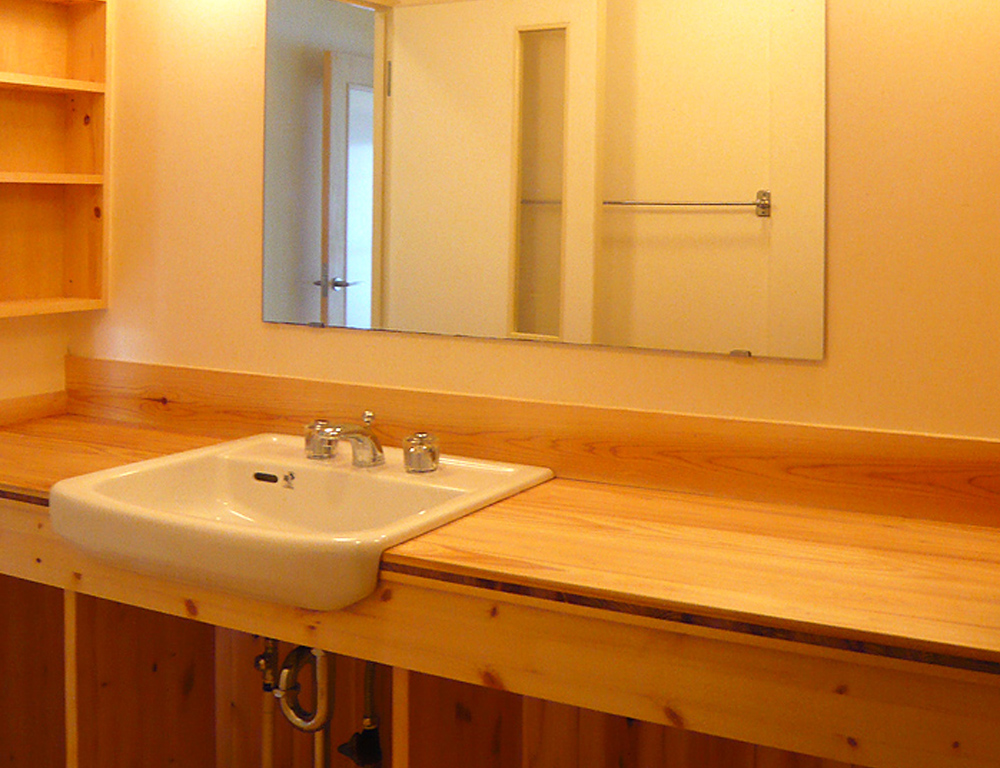 天板を木にして温かみのある洗面室に ~マンションリフォーム~