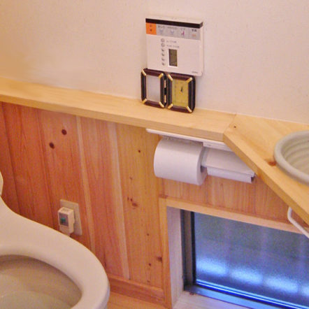 ナチュラルで落ち着いた雰囲気のトイレ