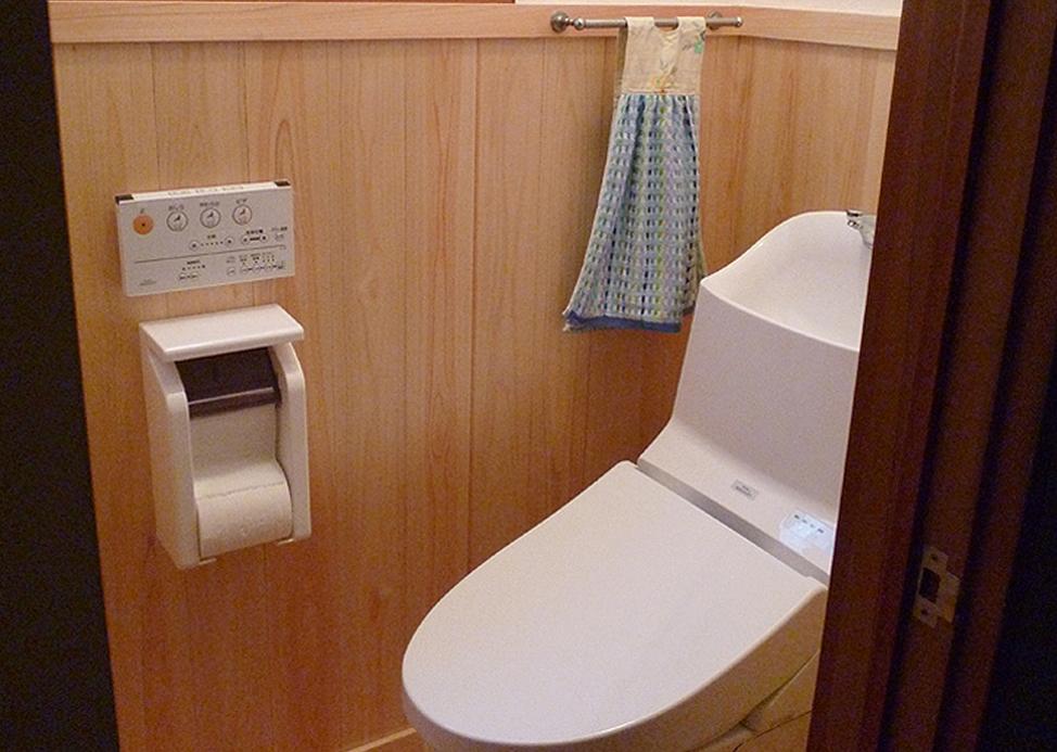 自然素材と桧の香りに包まれたトイレ
