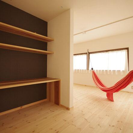 自然素材にこだわって~漆喰にタイルやアーチで優しい空間に~