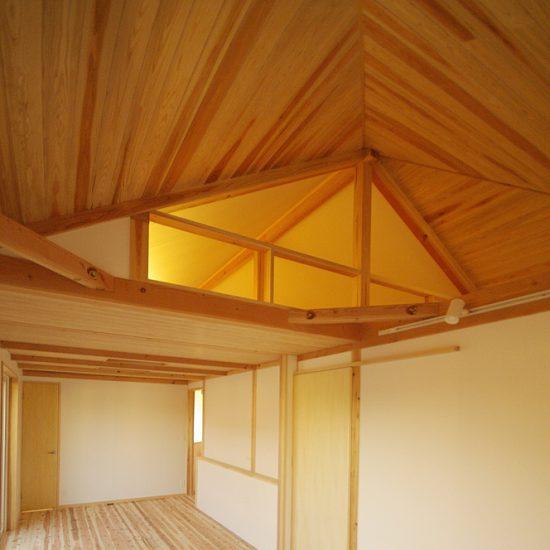 寝室から見る勾配天井